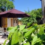 Salon de jardin - Terrasse - Piscine - Gîte à Nettancourt